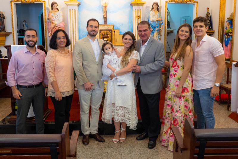 Bênção divina - Nathália da EscóssiaeOswaldo Duarte levam Maria Thereza a pia batismal da Igreja de Santa Filomena