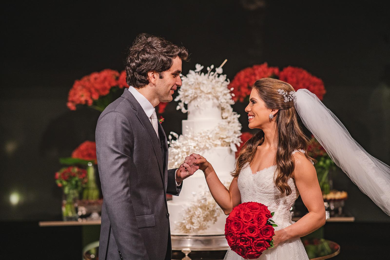 Manuela Rolim e Raphael Nogueira celebram o amor com superfesta de casamento