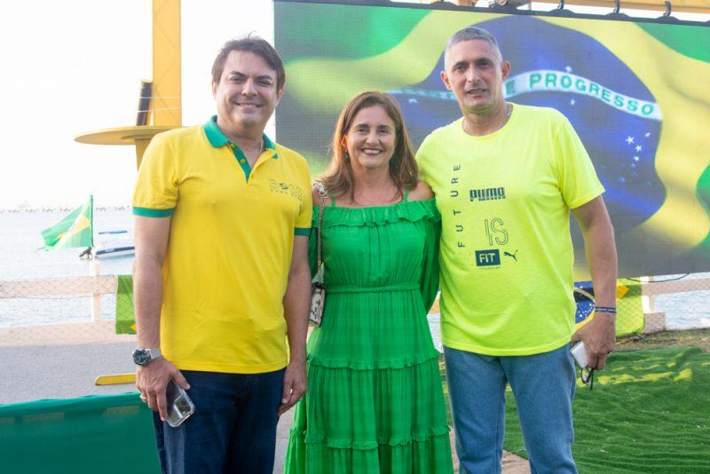 Sessão Parabéns - Iate Clube de Fortaleza serve de cenário para a troca de idade do Coronel Aginaldo