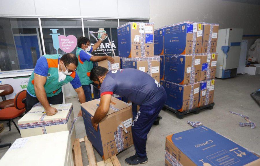 Camilo confirma a chegada de 293.080 novas doses de imunizantes ao Ceará