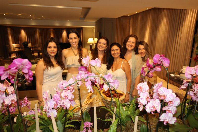 Only ladies - Alegria e muita descontração dão o tom da sessão parabéns de Emília Buarque