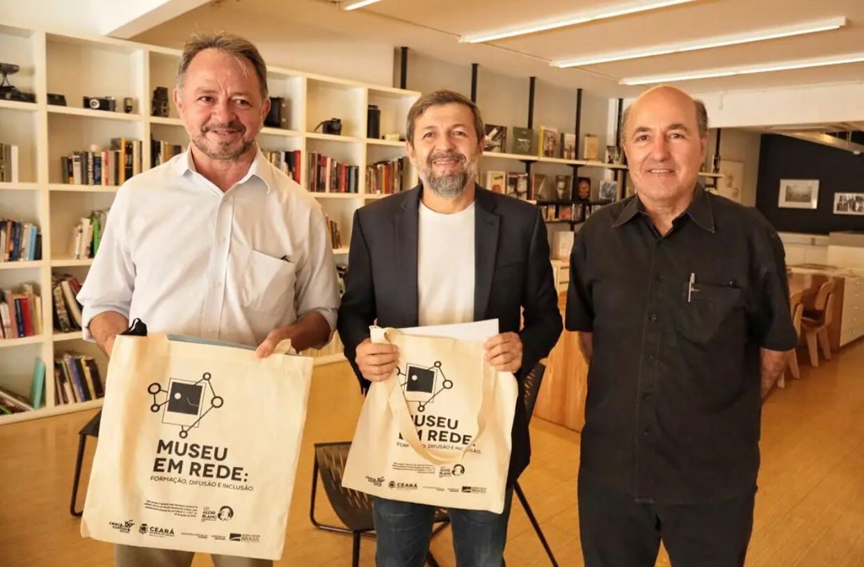 Élcio Batista e Acrísio Sena fazem visita ao Museu da Fotografia Fortaleza