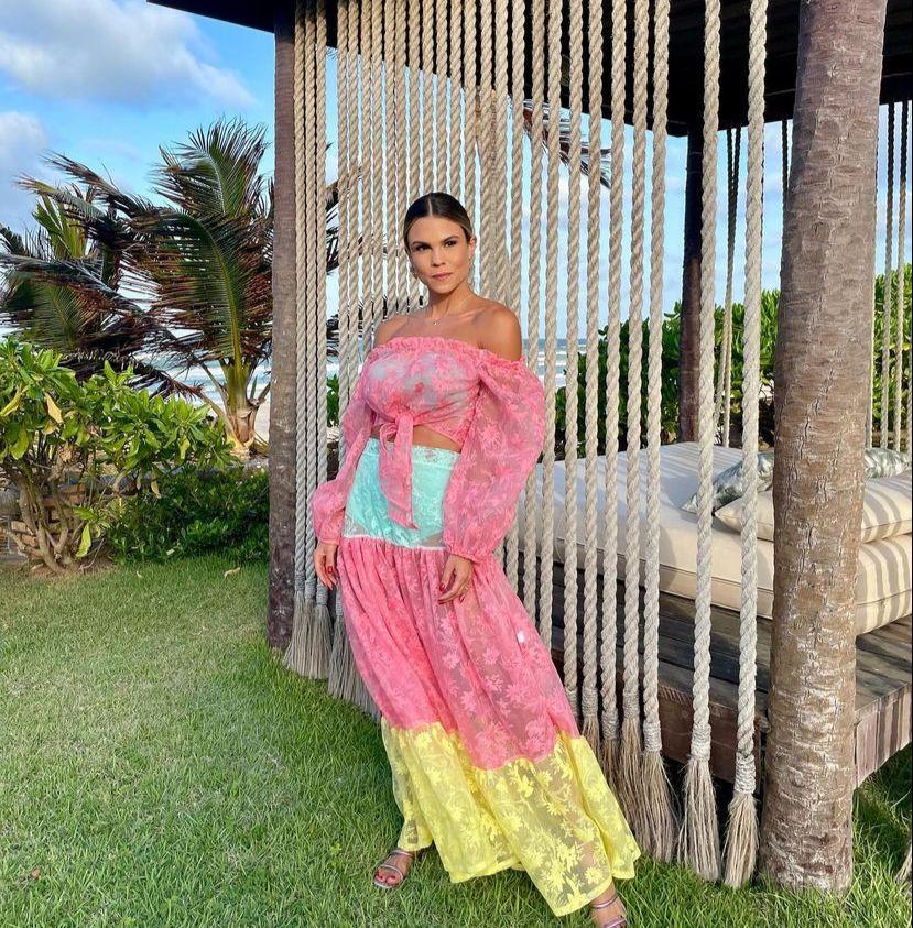 Mariana Pinto brinda a nova idade na Praia do Guajiru