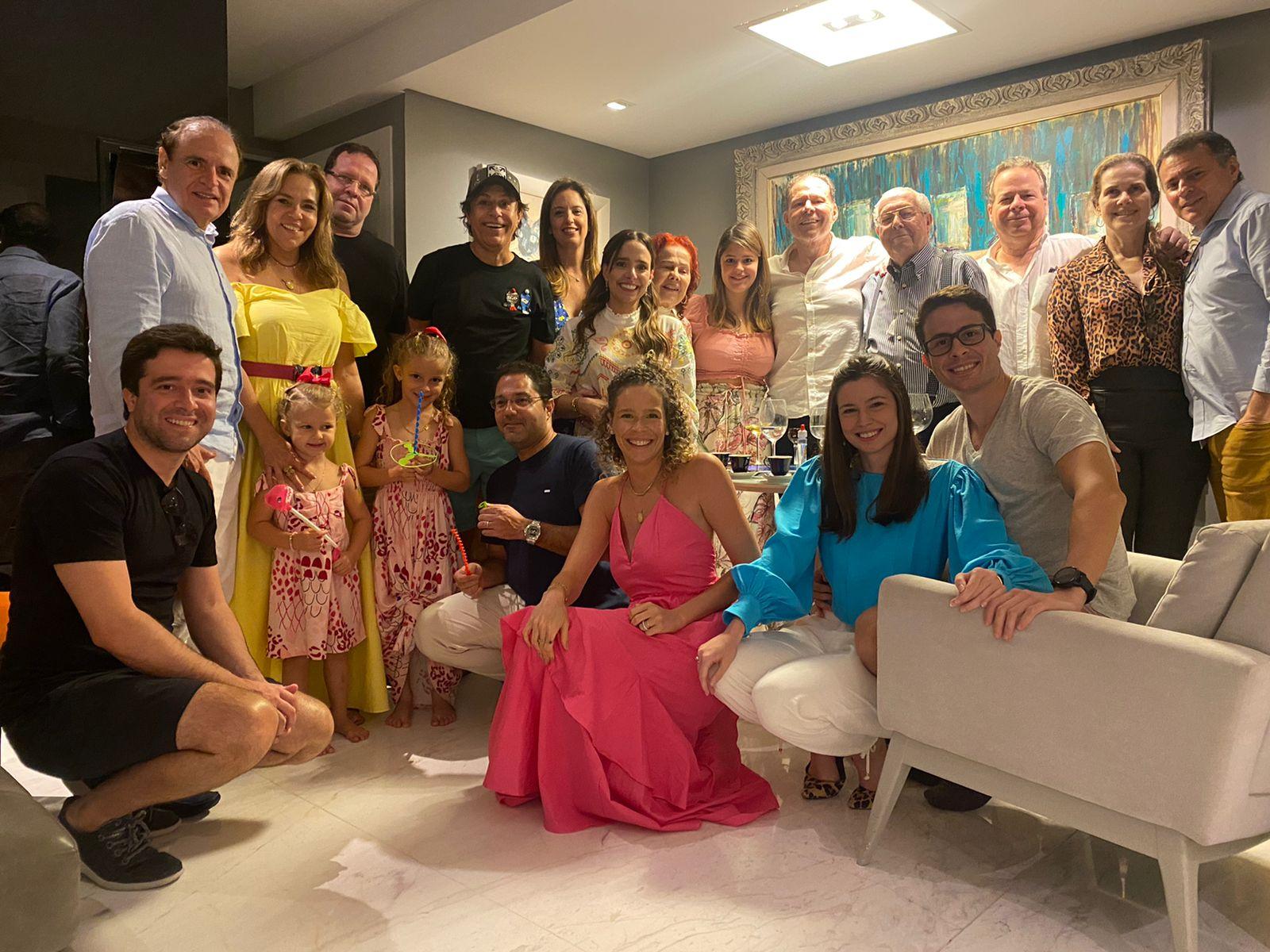 Edson e Ítala Ventura reúnem a família e celebram seus 64 anos de casados