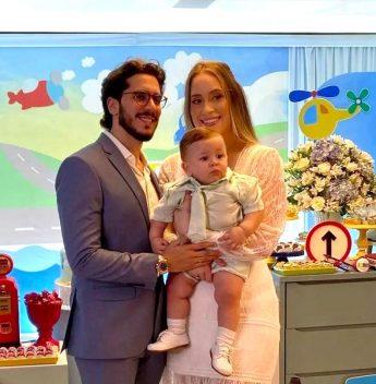 Victoria Arraes e João Pedro Brandão celebram o batismo e o primeiro aniversário do herdeiro Pedrinho